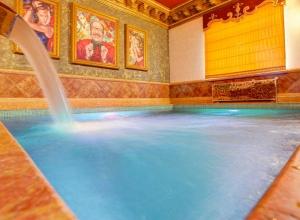 Сауны с бассейном зал